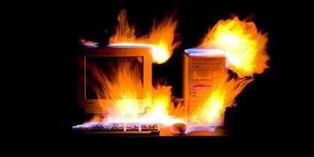 kebiasaan membuat komputer rusak